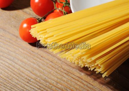 uncooked spaghetti noodles italian pasta