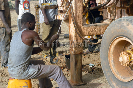 drilling of a well in burkina
