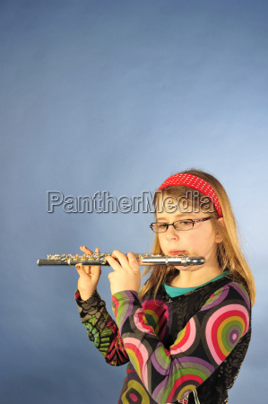 girl with transverse flute
