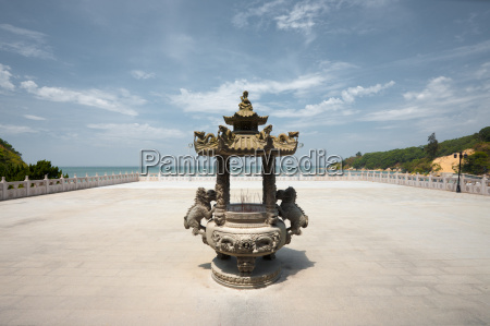 matsu temple incense urn