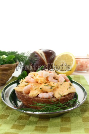 scrambled eggs with shrimp
