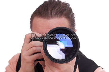 fotograf med kamera og teleobjektiv