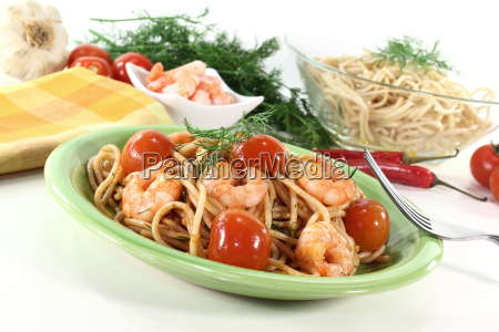 fresh spaghetti with shrimps
