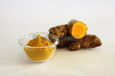 turmeric powder with fresh cut rhizome