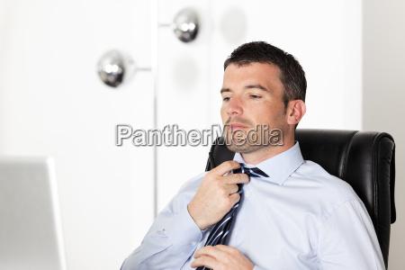 readjust tie