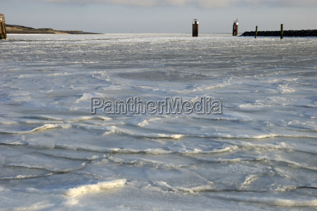 ice floes in the harbor of