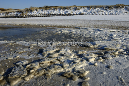 ice floes on the beach at