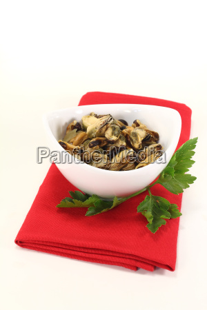 marinated mussels with parsley