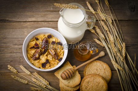 muesli with low fat milk and