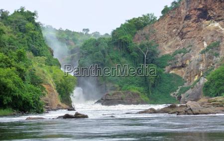idyllic view around the murchison falls