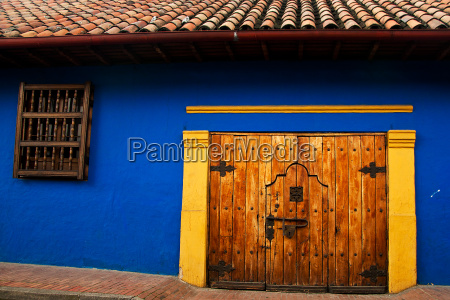colonial wall and door