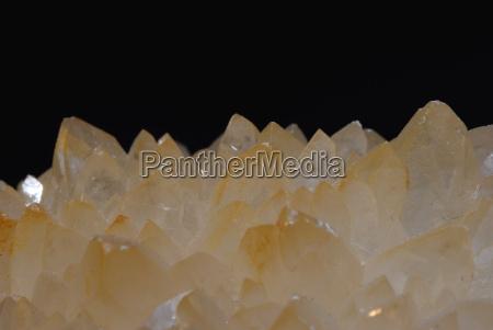 durchsichtige spitzen von mineral
