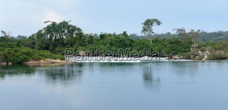 waterside river nile scenery near jinja