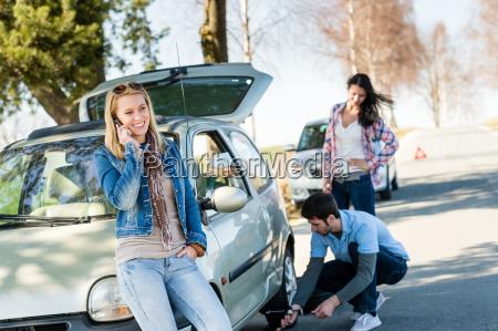 broken wheel man helping two female