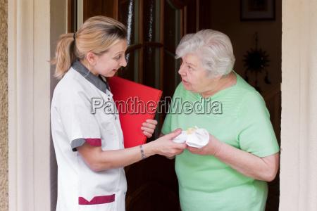 altenpflegerin during home visits a patient