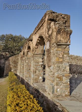 arch feature around the garden kumbhalgarh