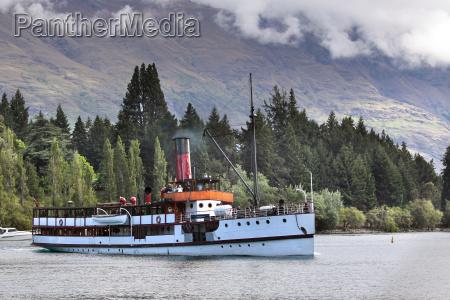 steamship tss earnslaw on lake wakatipu