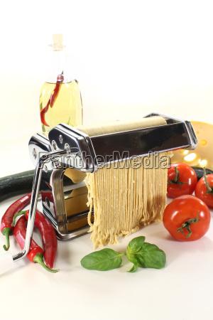 spaghetti make himself