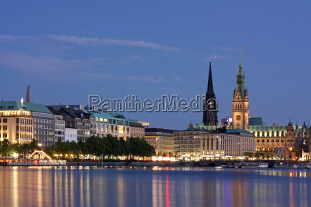 hamburg at night binnenalster with city