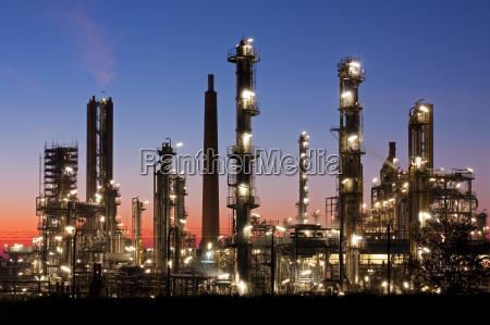 refinery in schleswig holstein at dusk