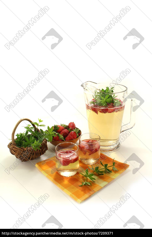 fresh, may, wine, with, woodruff - 7209371