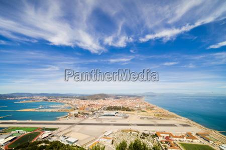 gibraltar airport runway and la linea
