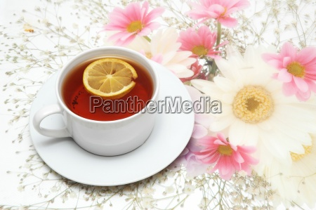 cup of tea with lemon on