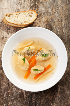 bayerische semolina dumpling soup with carrots