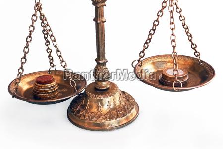 euro equilibrio politica bilancia equilibrato crisi