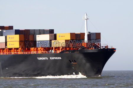 container ship in front of cuxhaven