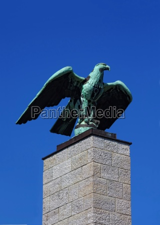 eagle sculpture on a column in