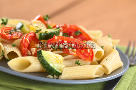 pasta with zucchini and tomato
