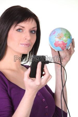 woman plugging her cellphone into the