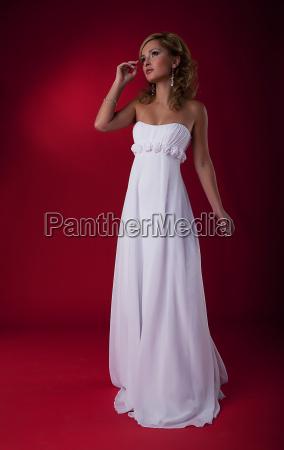 bride fashion model in brldal dress