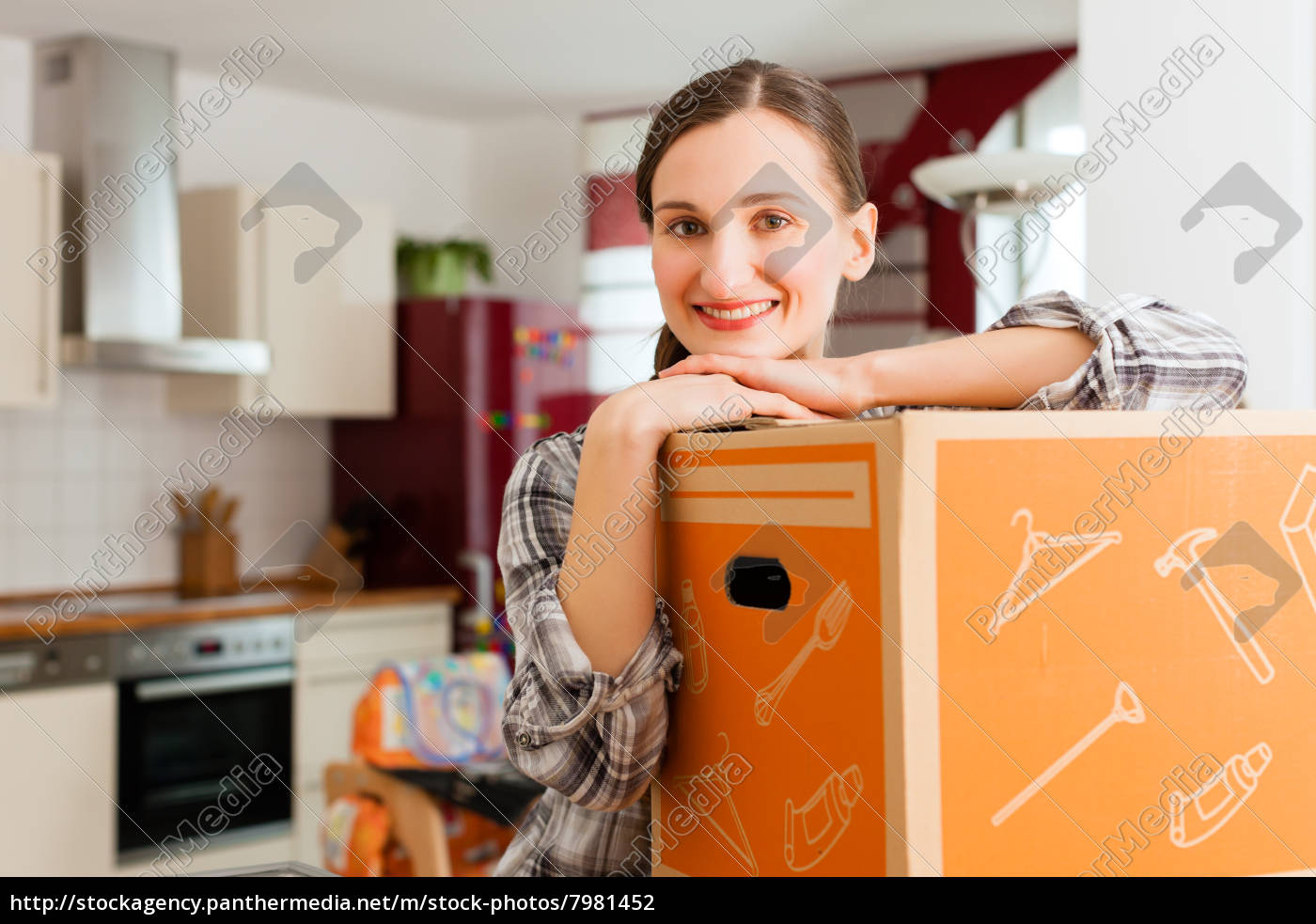 woman, with, moving, box, when, moving - 7981452