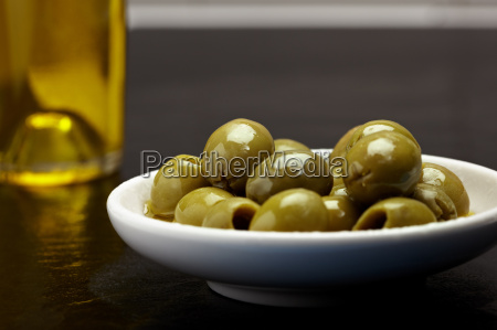 olive bowl with olive oil