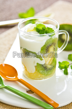 kiwi and pineapple yogurt