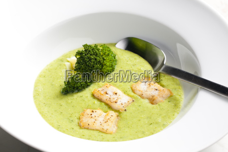 broccoli soup with mackerel