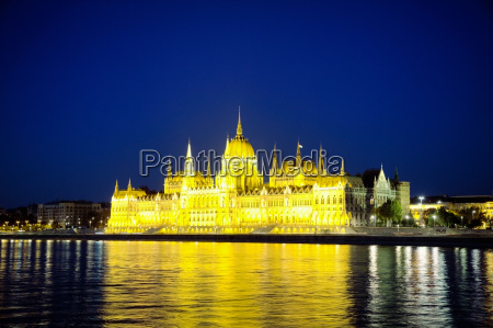 hungarian houses of parliament in budapest
