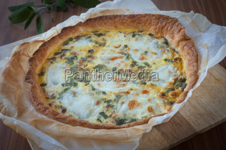 quiche with ham and sage