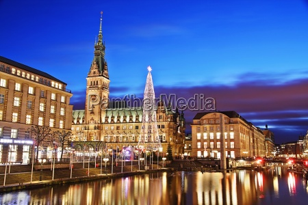 hamburg city hall with christmas market