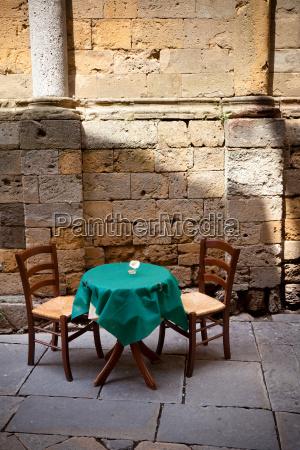 ristorante storico mettendo antico vecchissimo tavolo