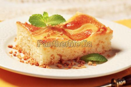 custard cream sponge cake