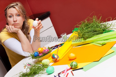 woman with osterei looks inquiringly to