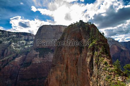 hiking trail towards angels landing