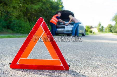 mulher conduzir trafego horizontalmente trafego rodoviario