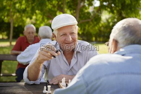 aktiv im ruhestand senioren zwei alte