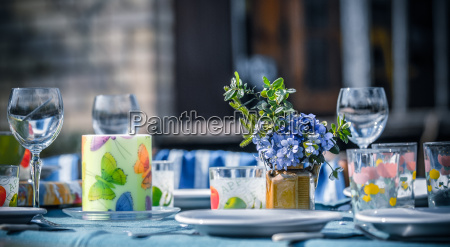 dining outside in spring