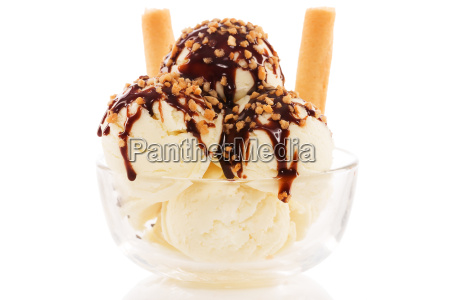 vanilla ice cream with schkoladensauce and