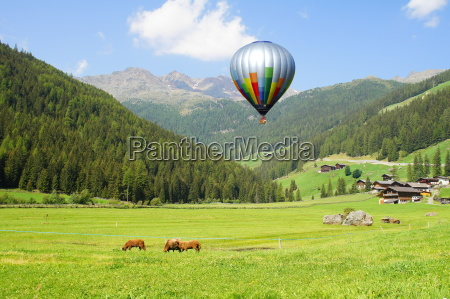hot air balloon in the ultental